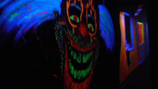 blacklit_skull_in_haunted_house.jpg